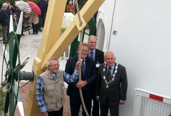 Korenmolen De Regt officieel geopend door Commissaris van de koning Jaap Smit