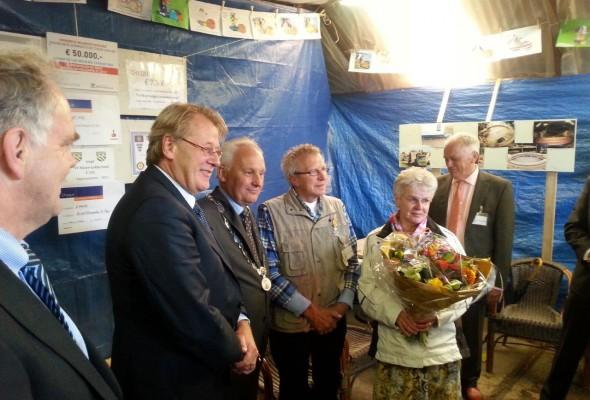Vrijwillig molenmaker Jan de Vries ontvangt koninklijke onderscheiding tijdens opening Korenmolen De Regt